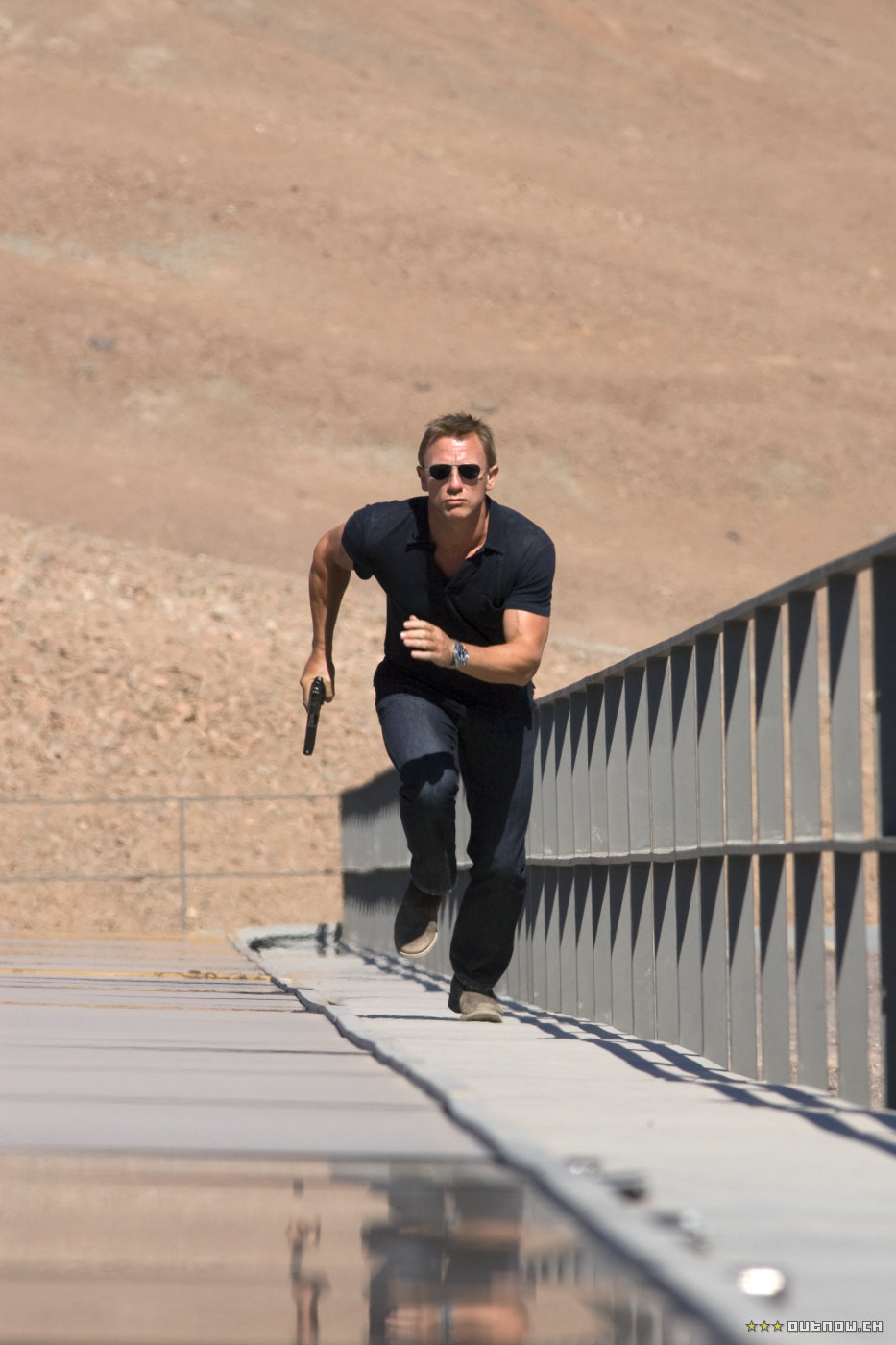 daniel craig James Bond in Quantum of Solace movie photo
